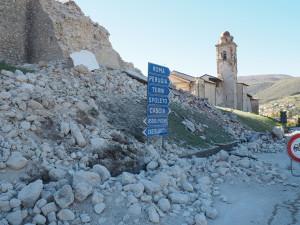 norcia-terremoto-30-ottobre-campanile-santantonio4